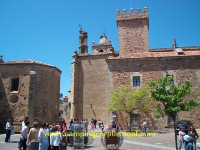 Cáceres – À saída do Palácio de las Veletas