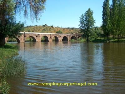 A Ponte que atravessa a Ribeira Grande ou de Avis