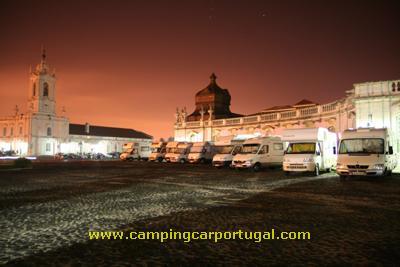Largo principal do Palácio Nacional de Queluz, ponto de encontro, onde os últimos participantes chegaram já madrugada dentro